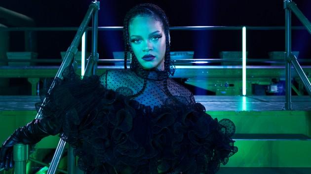 M_Rihanna_100120